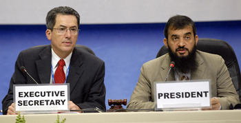 Executive Secretary Marco Gonzalez and MOP-19 President Khalid Al-Ali, Qatar